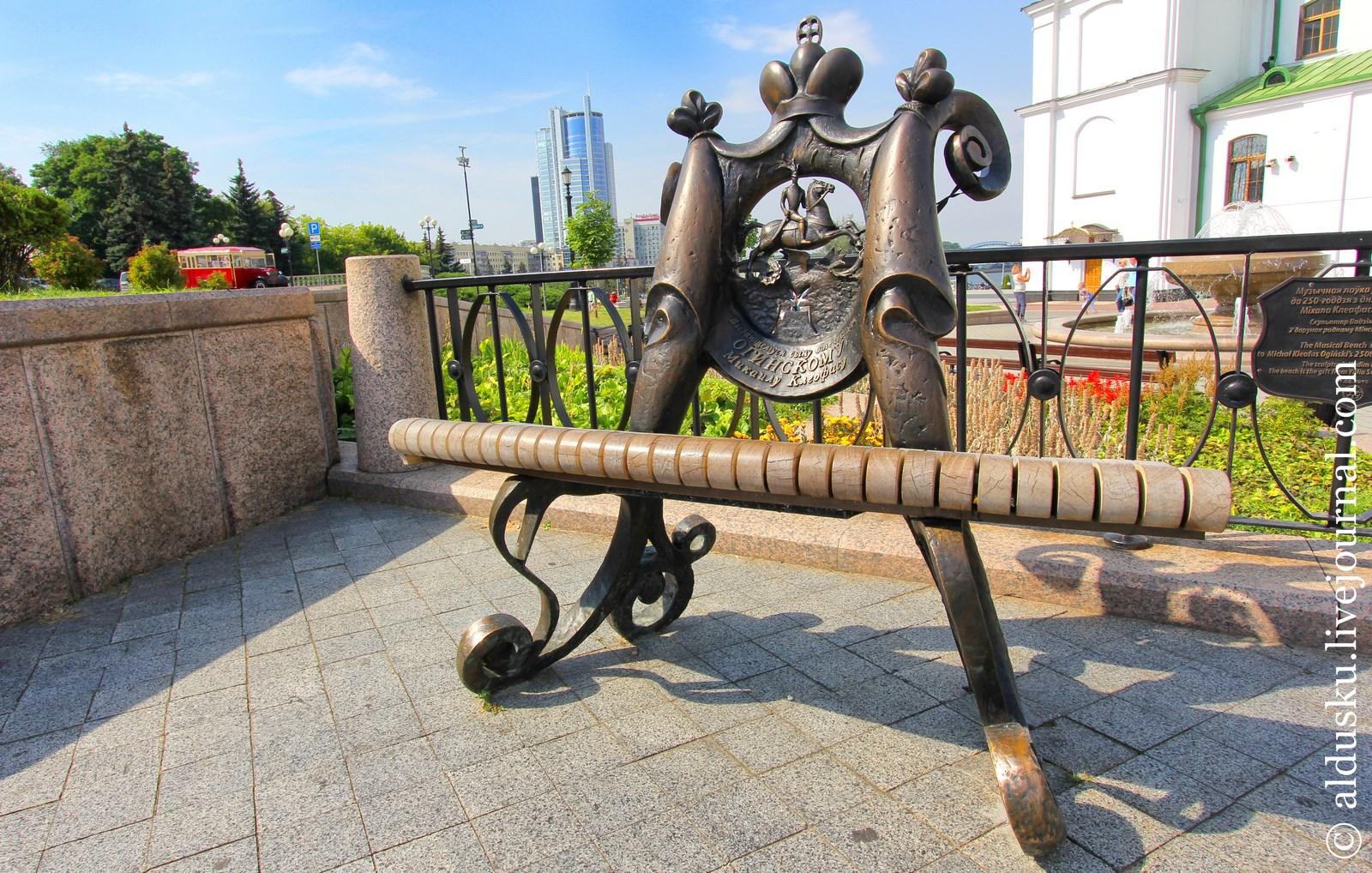 Музыкальная лавка в честь Михаила Огинского