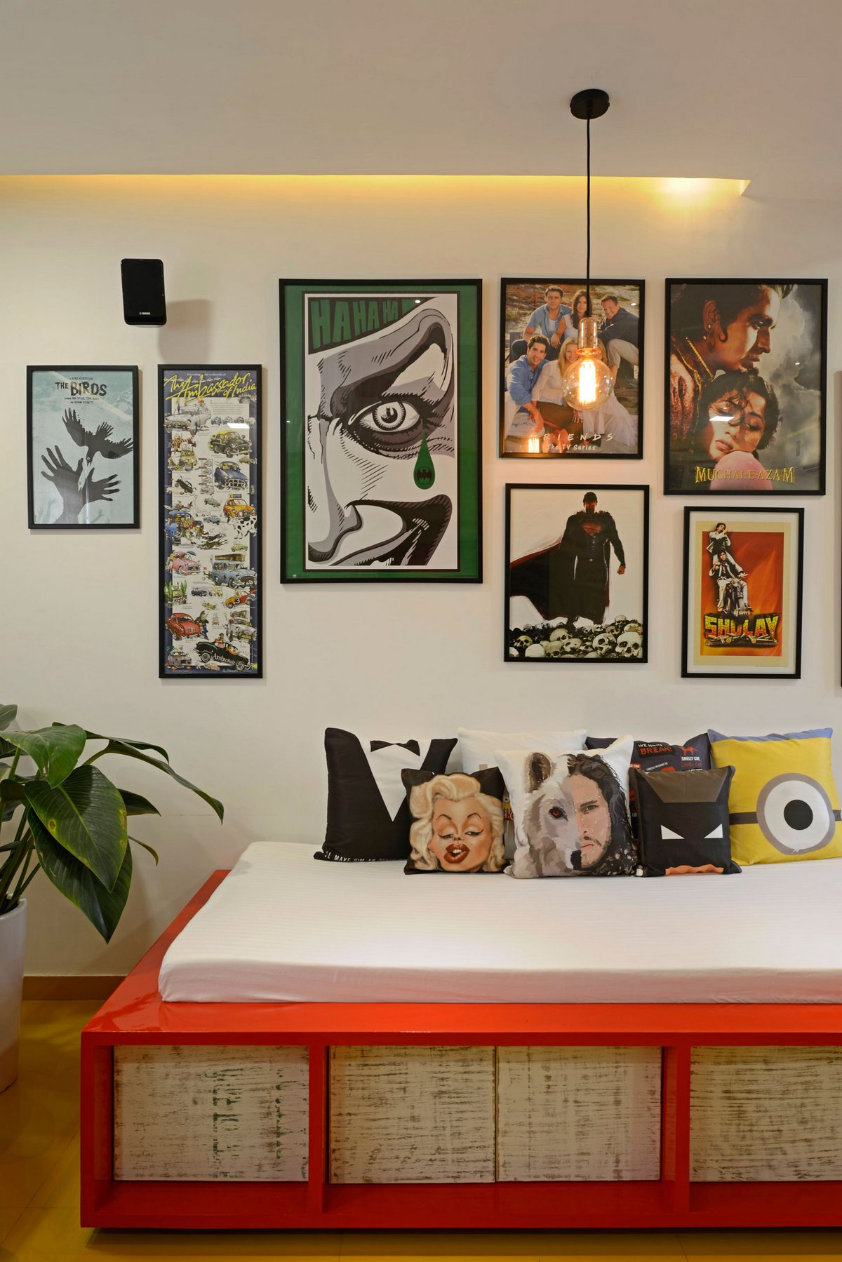 Картины в интерьере частного дома