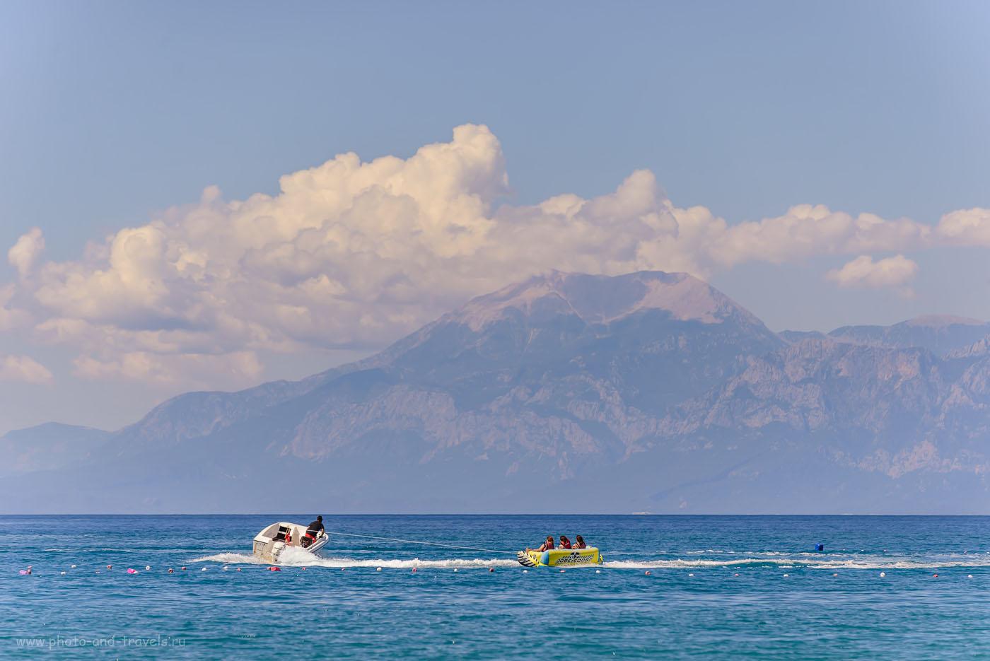 Фото 9. Вид с пляжа Лара в Анталии на Торосские горы, возвышающиеся над курортом Кемер. 1/2000, 5.0, 250, 180.