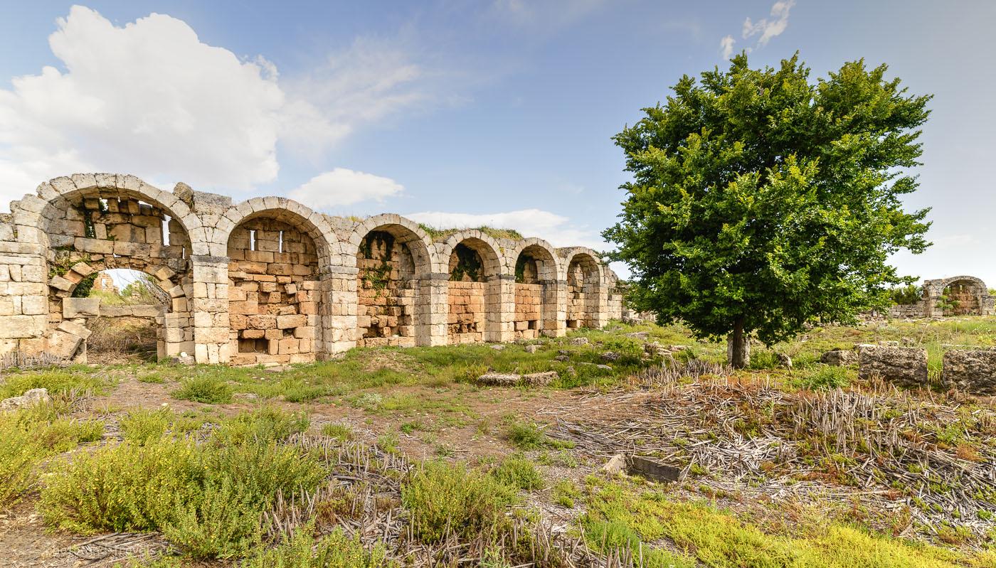 Фотография 23. Руины в Перге. Отчеты о поездке на экскурсии недалеко от Анталии. 14 мм, тонмаппинг.