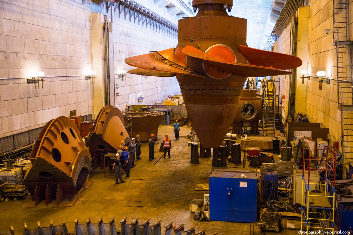 Монтаж рабочего колеса гидроагрегата №7 на Жигулёвской ГЭС 0_112348_2078682e_orig