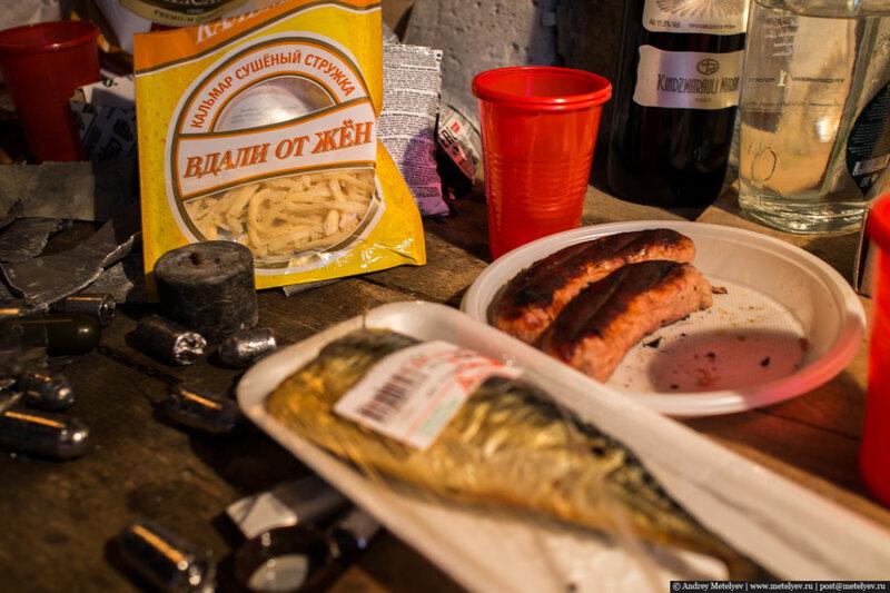 за что давать грамоты, за выдающиеся способности. в гараже на верстаке рыба и сгоревшие сосиски, зато вдали от жен