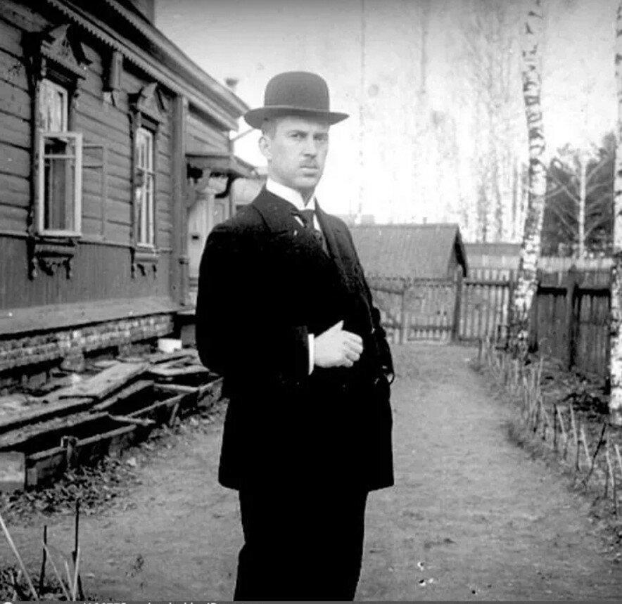 1910. Фотограф Иван Васильевич Авдонин на даче в Новогиреево