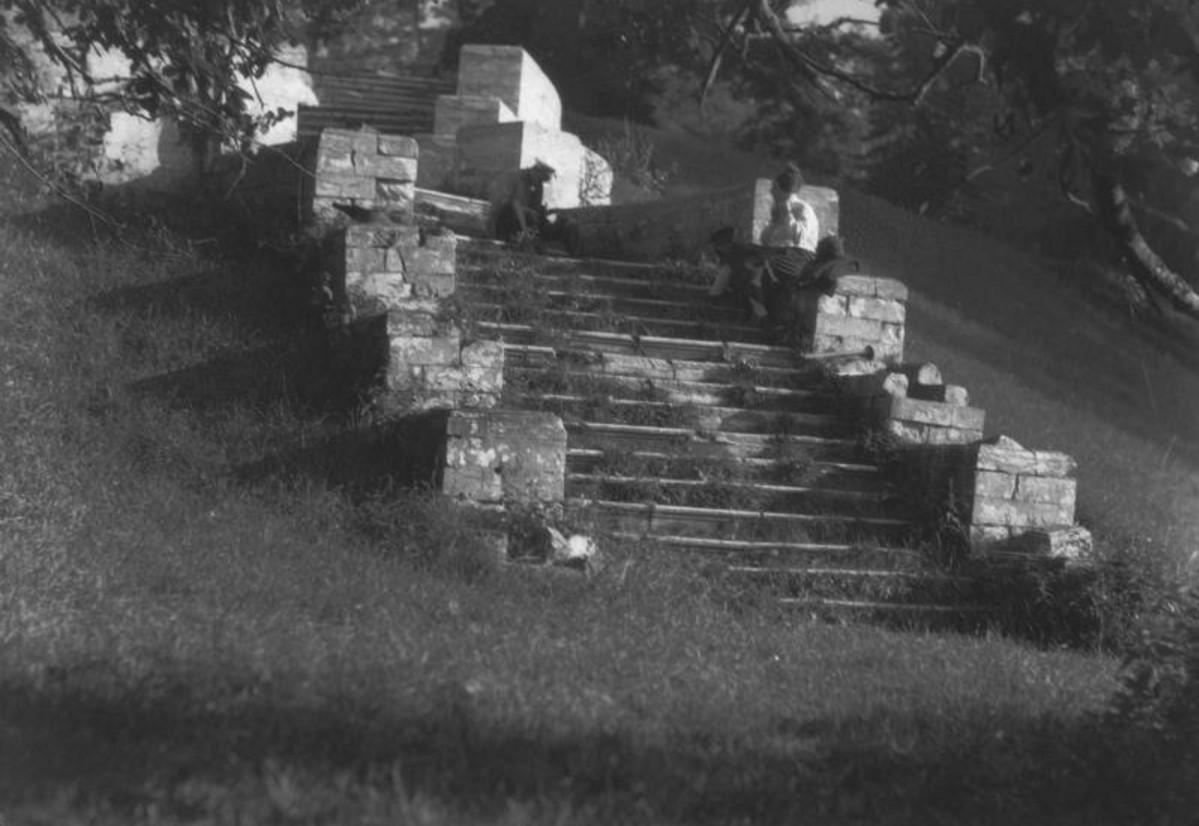 Усадьба «Кучино». Парадная лестница, ведущая к усадьбе
