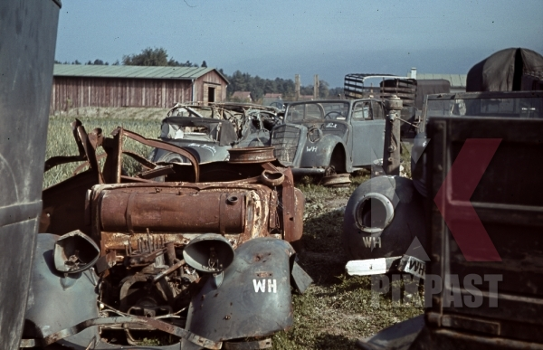 stock-photo-50infdiv-versorgungseinheiten-354-latourdecarol-france-1940-wehrmacht-scrap-heap-cars-destroyed-11190.jpg