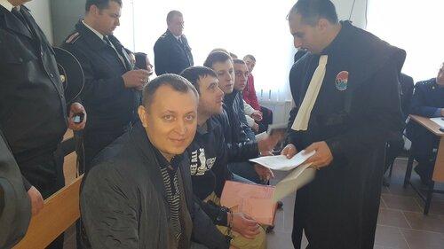 Родственников «группы Петренко» наказали за участие в суде