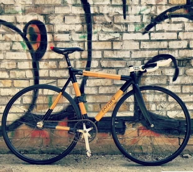 Киевские студенты изобрели сверхлегкий велосипед из бамбука (фото)