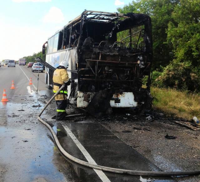Автобус с пассажирами загорелся на ходу в оккупированном Крыму. ФОТО