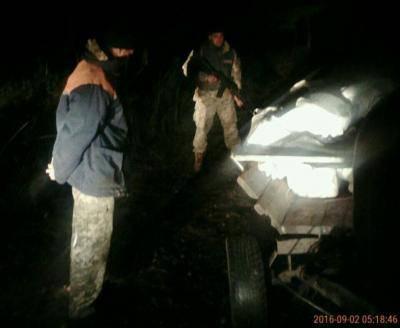 На границе задержали тонну контрабандного сала на телеге. ФОТО