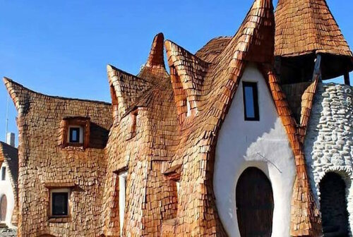 Сказочный дом в Румынии из глины и песка