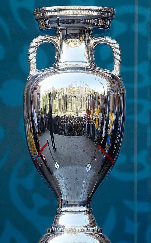 euro-trophy_1523778a.jpg