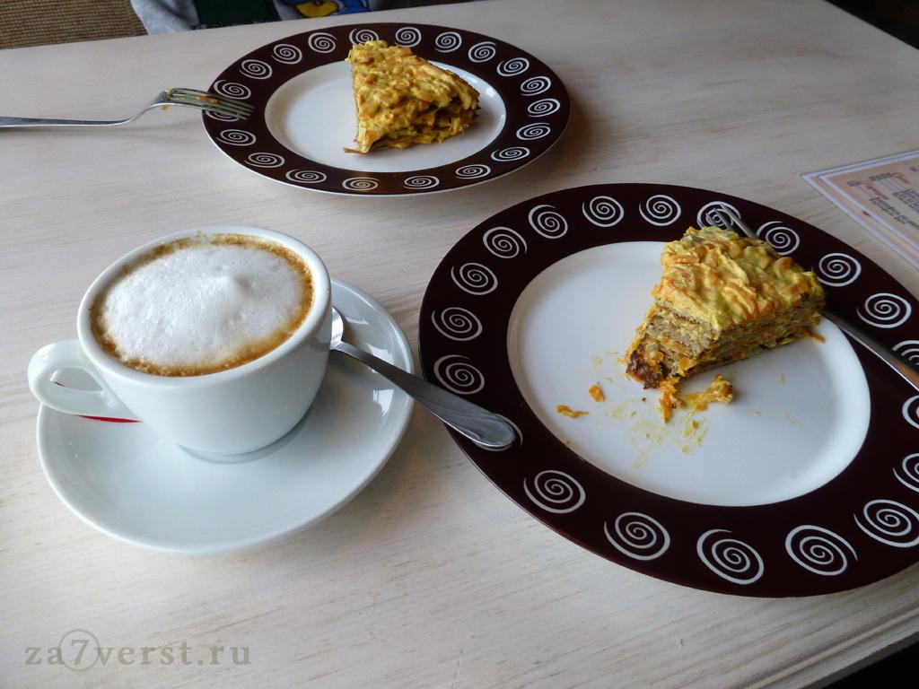 """Кафе """"Ёжик"""", печеночный пирог и капучино, Севастополь"""