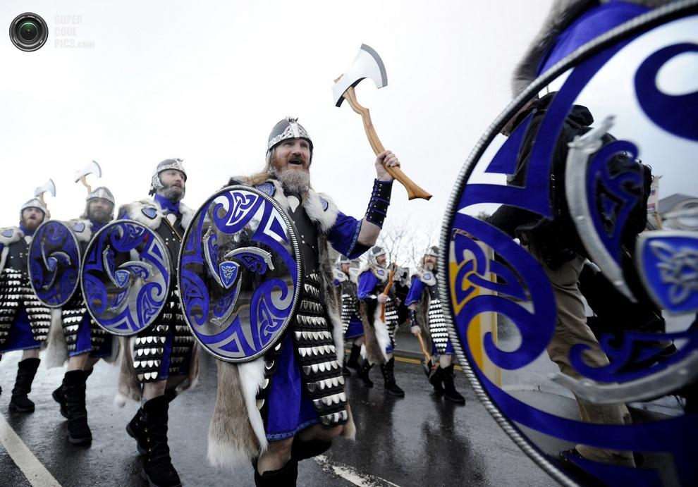 Гайзеры в красочной боевой униформе с топорами, щитами и настоящей бородой — главными атрибутами