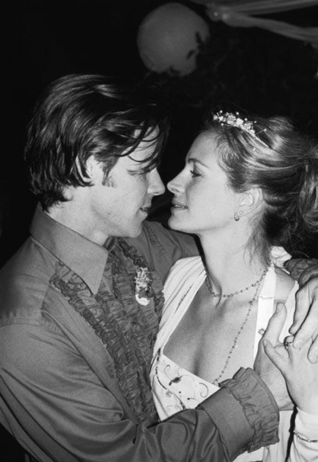 © АР  Джулия Робертс икинооператор свнешностью звезды Дэнни Модер в2002 году устроили свадь
