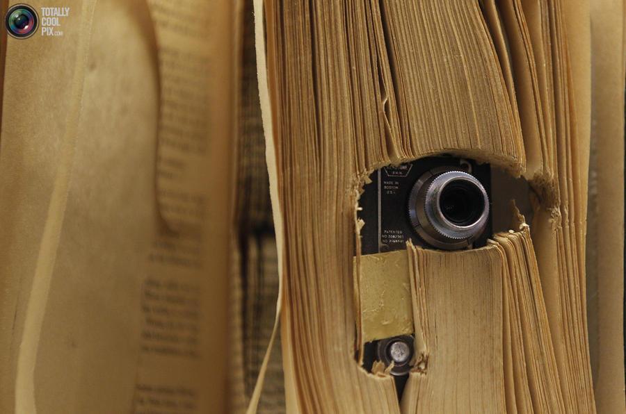 11. Маленькая камера, размещенная в книге, которая использовалась Центральным разведывательным управ