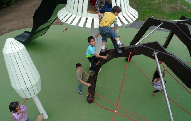 Брумлебю Площадка, повторяющая ипереосмысляющая одно изархитектурных произведений искусства Да