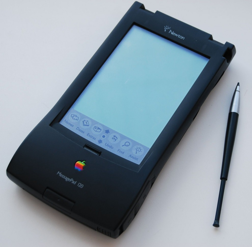 1994 QuickTake 100 – первый цифровой фотоаппарат Apple с объёмом памяти 1мб, выпущенный компание