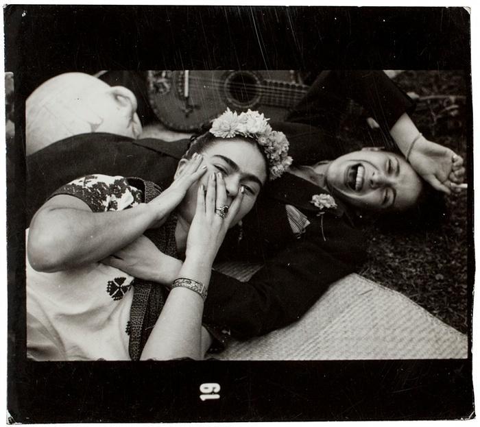 10. Фрида и ее подруга, 1945 год.