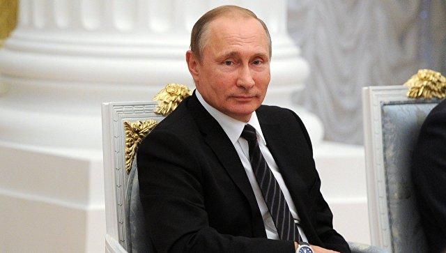 Уровень зарплат учителей всегда должен находиться вполе зрения государства— Путин