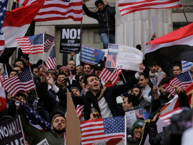 40% американцев выступили заимпичмент Дональда Трампа— Опрос
