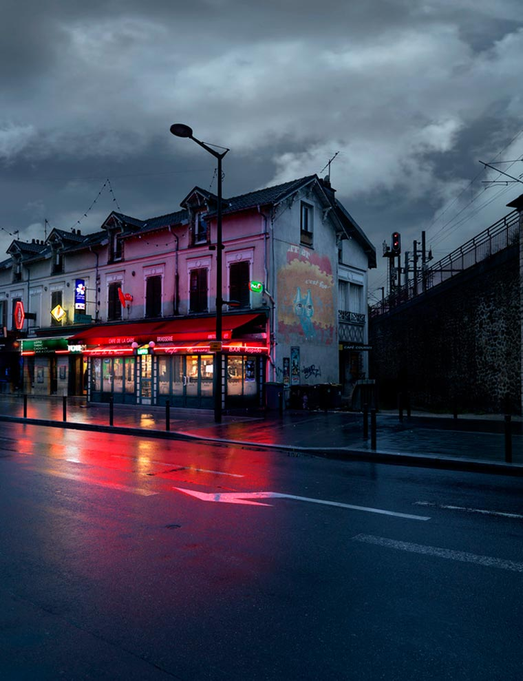 The red lights of Parisian cafes