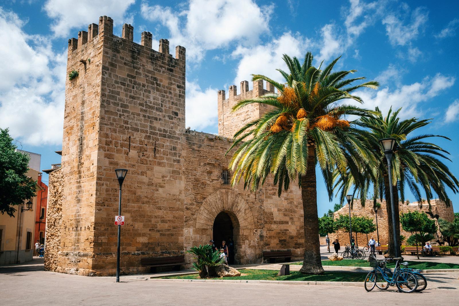Средневековые ворота в Старом Городе Алькудии