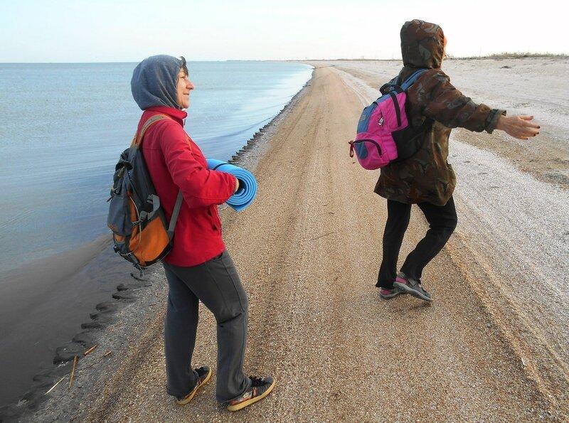 Туристки... на утреннем берегу ... DSCN5051.JPG