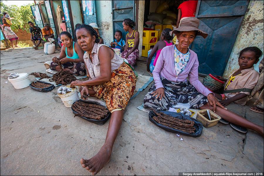 Мадагаскарский треш-рынок