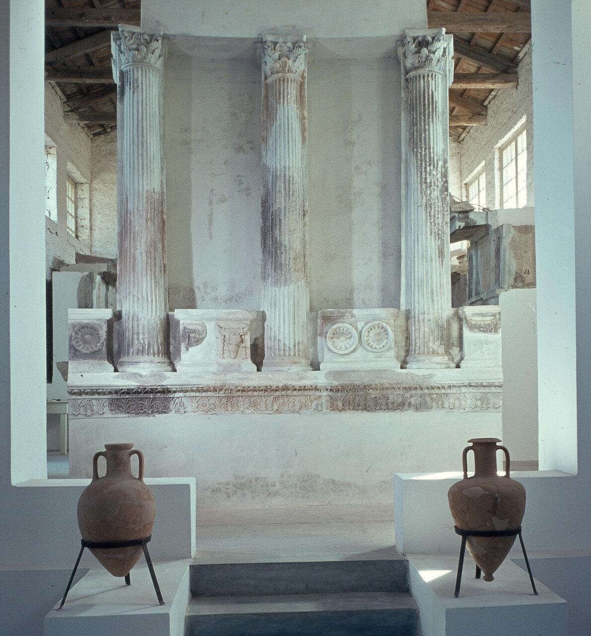Самофракия. Музей. Колонны карниза Арсинойона начала 3-го века. до н.э. 1964.