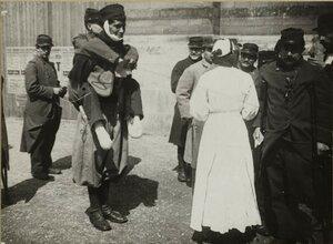 1914. Раненные солдаты на  Трокадеро