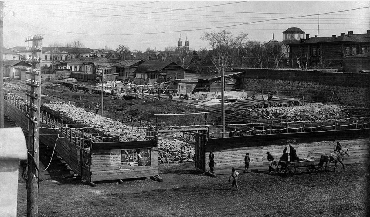 1928. Челябинск. Строительство нового дома на углу улиц Рабоче-крестьянской и Коммуны