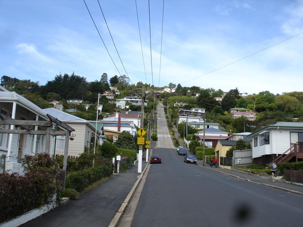 baldwin-street-worlds-steepest-street-dunedin-new-zealand_559835_l.jpg