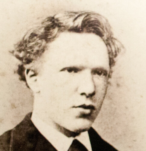 Photo_of_Vincent_Willem_van_Gogh_as_a_young_man.jpg