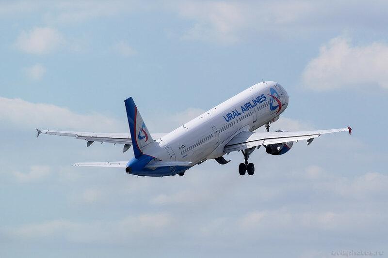 Airbus A321-211 (VQ-BCX) Уральские Авиалинии 194_D800856