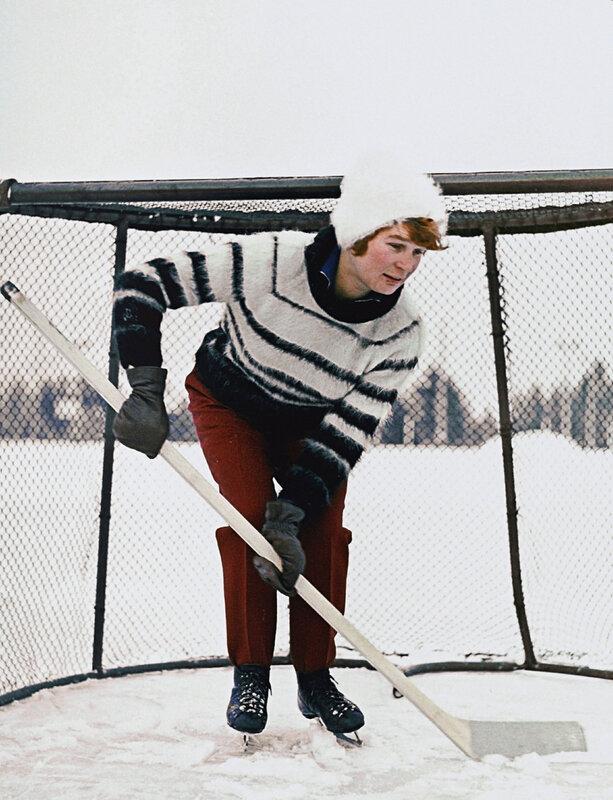 1963 Валентина Терешкова хоккеистка. Звёзднй городок. Василий Малышев, РИА Новости.jpg