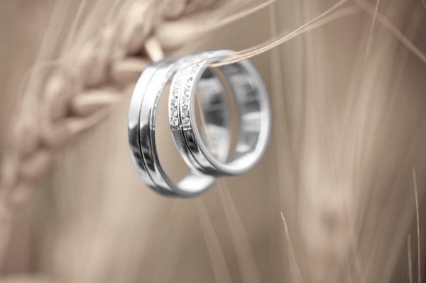 Купить обручальные кольца из платины на jewel-box.com.ua