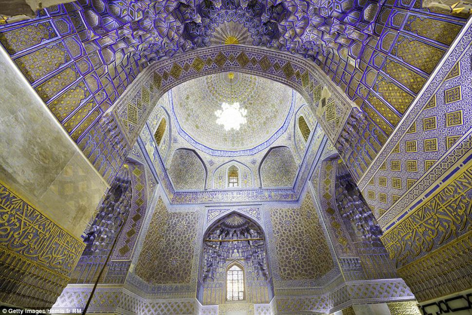 Самарканд в Узбекистане довольно густо населен местными жителями, но туристов здесь все еще не так м