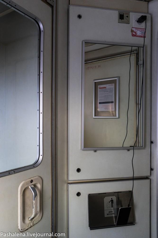 18. Проблема с зарядкой гаджетов. В вагоне есть всего несколько розеток, а желающих зарядиться множе