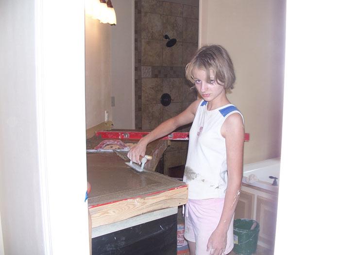 Мать-одиночка построила вместе с детьми дом, следуя видеоинструкциям на YouTube