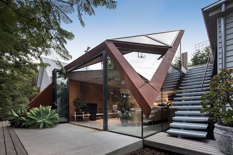 Расширение для дома с геометрической крышей в Мельбурне (9 фото)