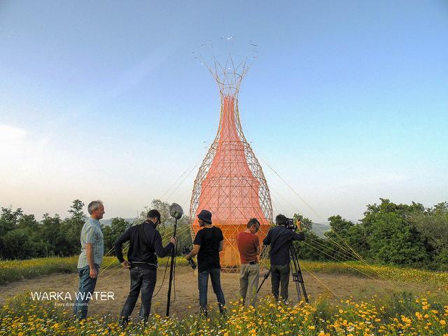 Технология очень простая: башня удерживает влагу изокружающего воздуха, конденсирует ееисобирает