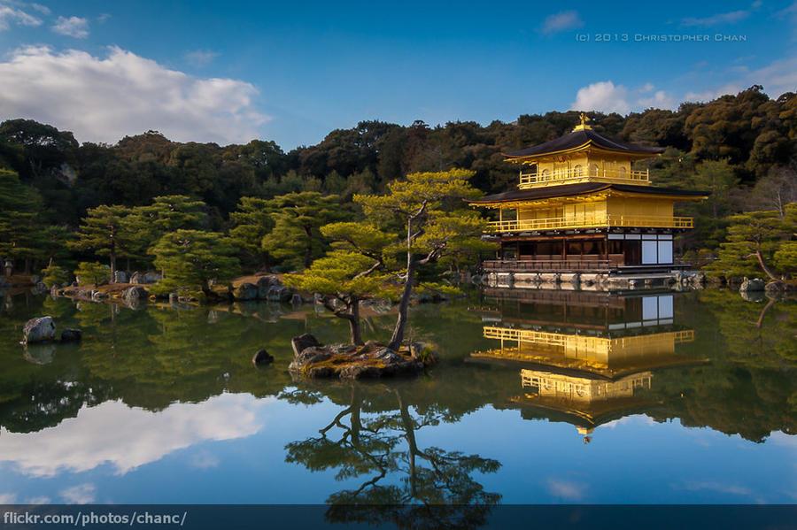 11. Только взгляните на этот храм, отражающийся в безмятежном озере