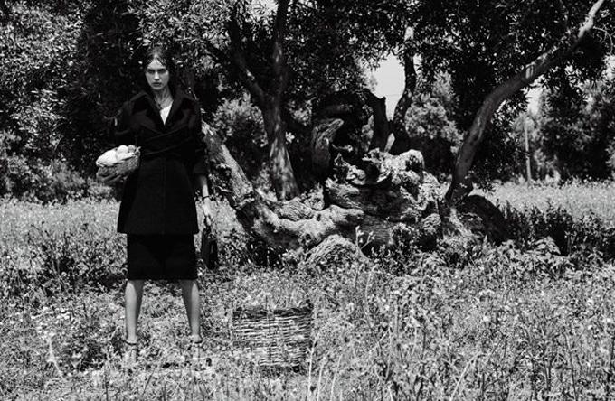 Ирина Шейк в истории The Sun Of Italy для Vogue Japan