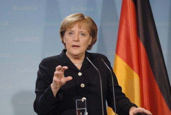 ВГермании Меркель официально выдвинули кандидатом напост канцлера