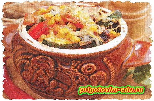 Овощи с грибами и ветчиной в горшочке