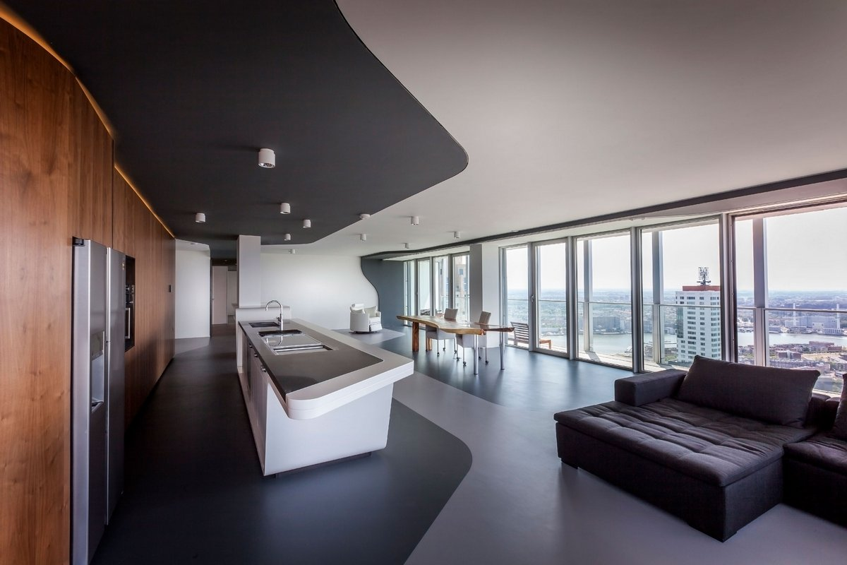 Модный интерьер квартиры с видом на город