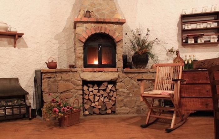 Домик в саду для чаепитий и отдыха под землей