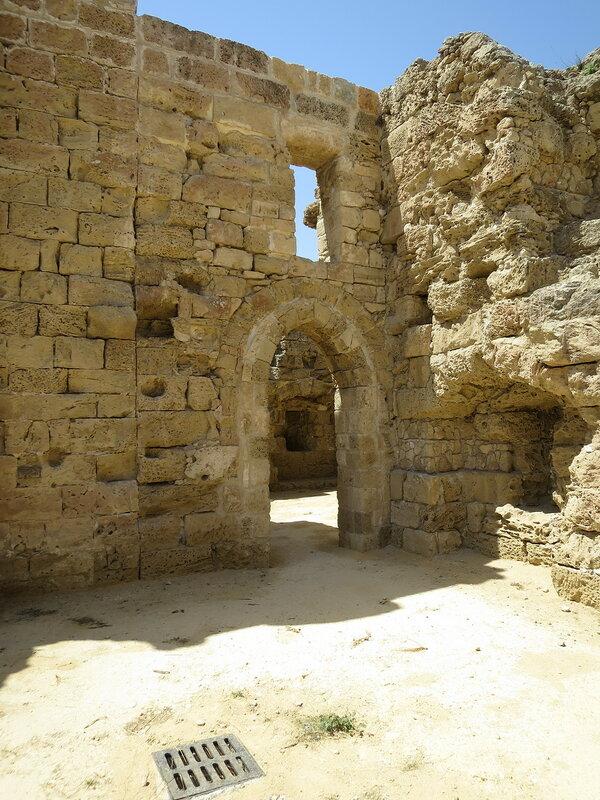 Фамагуста. Крепость. Арочный вход юго-западной башни 2