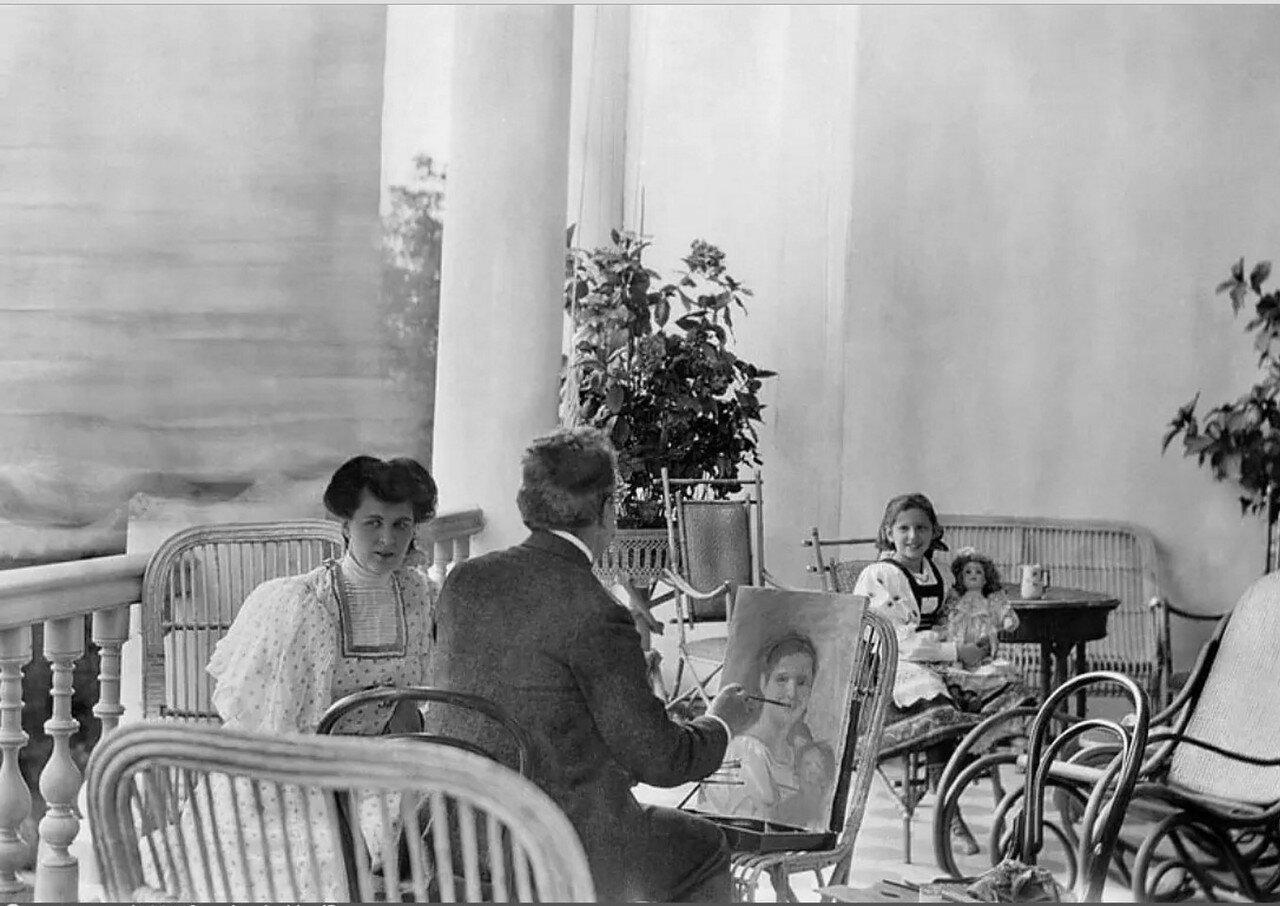 1900-е. Ольга Морозова позирует художнику Н.И.Чечелеву на террасе усадьбы Одинцово-Архангельское