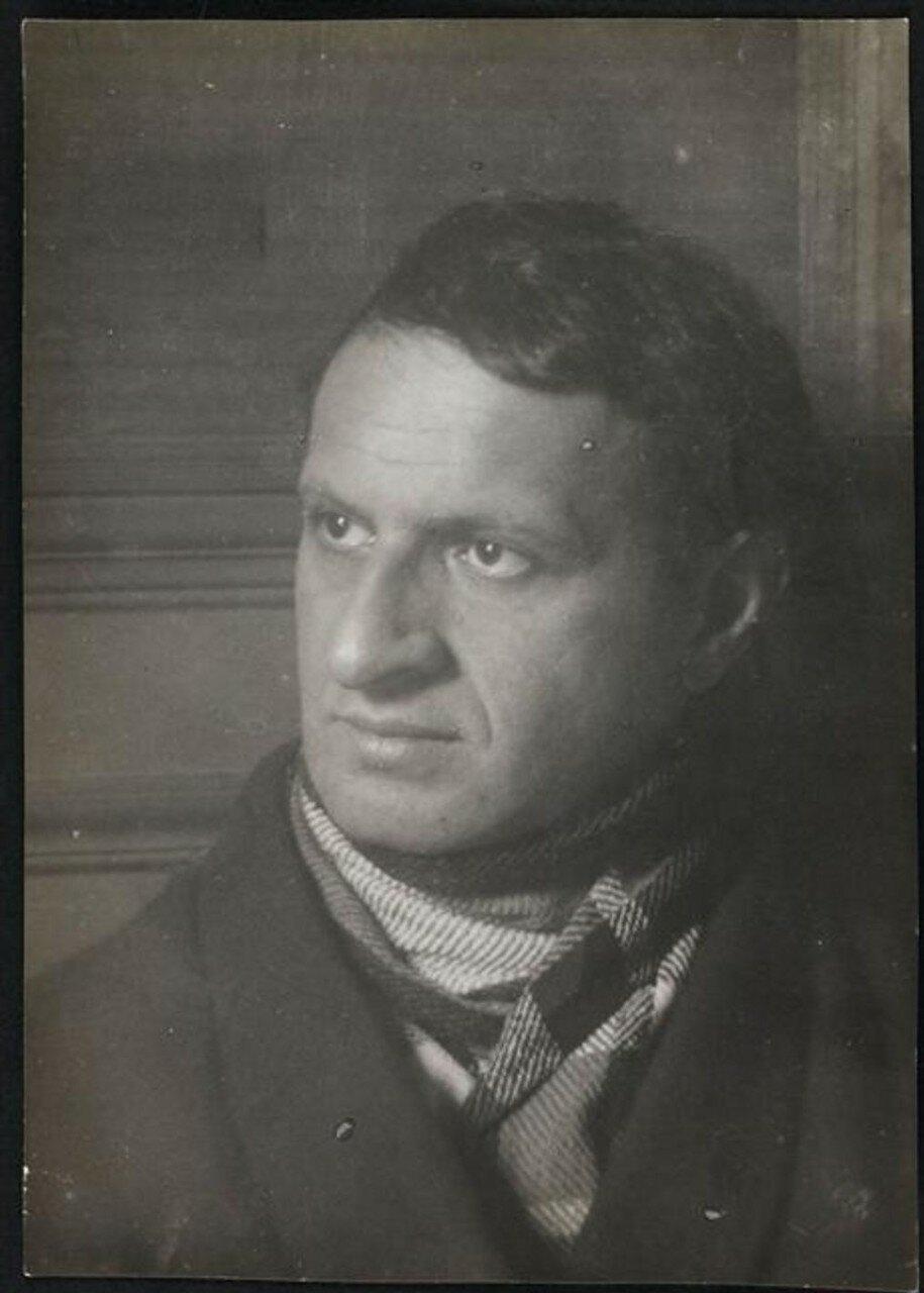 1930. Поэт Иван Голль